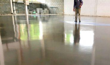 Aplicação de Endurecedores Químicos em piso industrial LISTAGEM